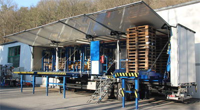 LKW-Sattelauflieger mit Palettensortieranlage (geöffnet)